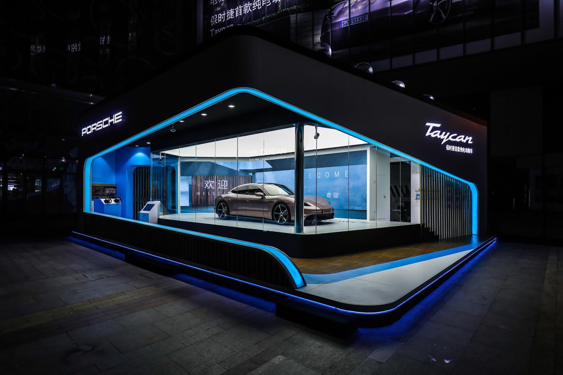 Vok Dams China realisiert Porsche Taycan Space Roadshow