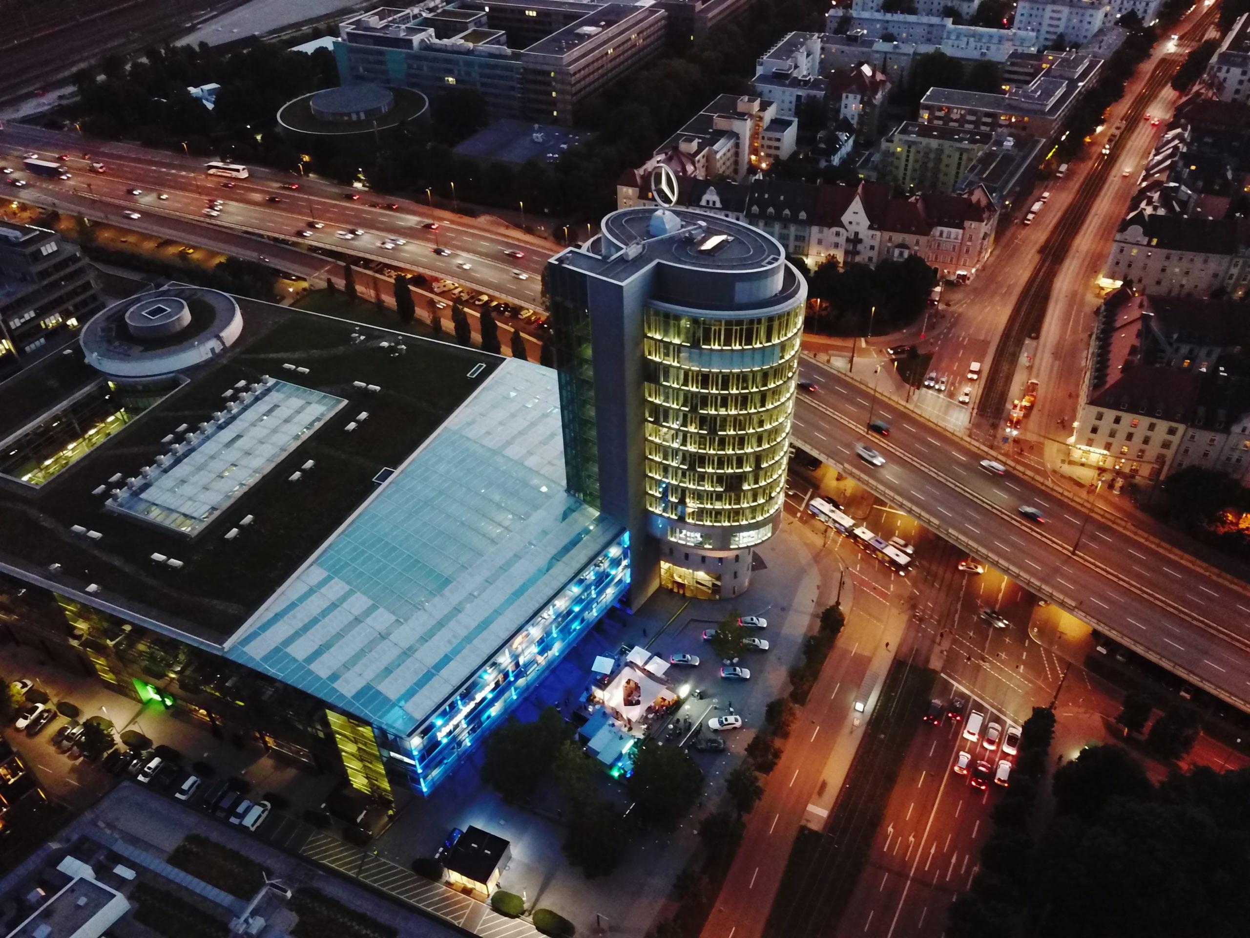 Mercedes-Benz Center München (Fotos: Daimler AG)