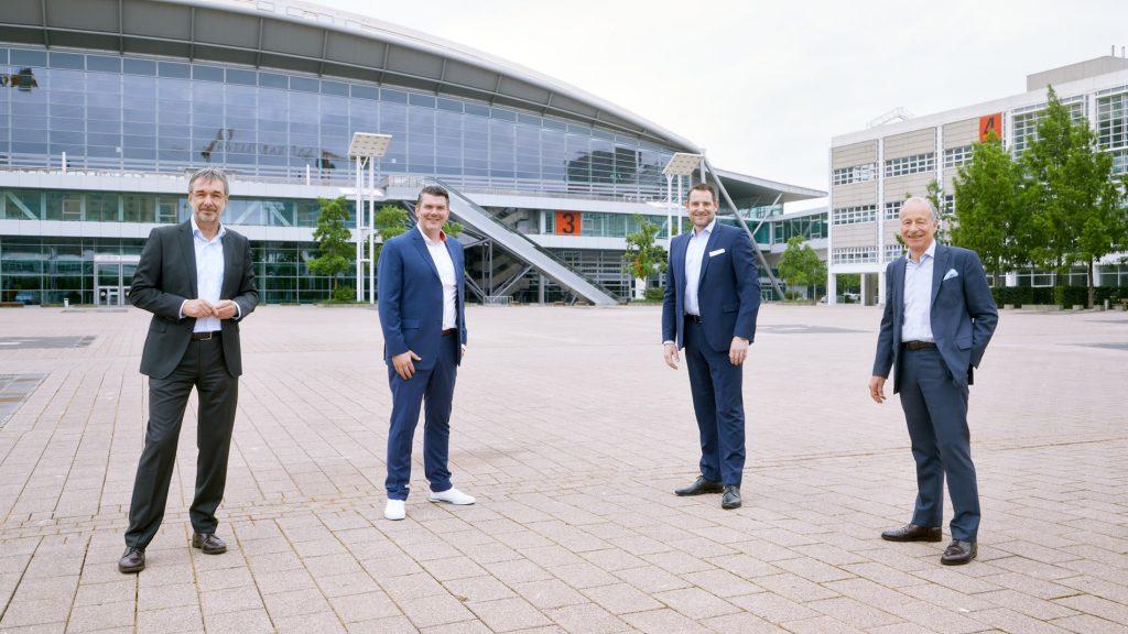 Uwe Behm, Michael Biwer, (Leiter Guest Events Messe Frankfurt), Dr. Björn Mathes (stellvertretender Geschäftsführer Dechema), Dr. Thomas Scheuring (von links, Foto: Messe Frankfurt/Jean-Luc Valentin)