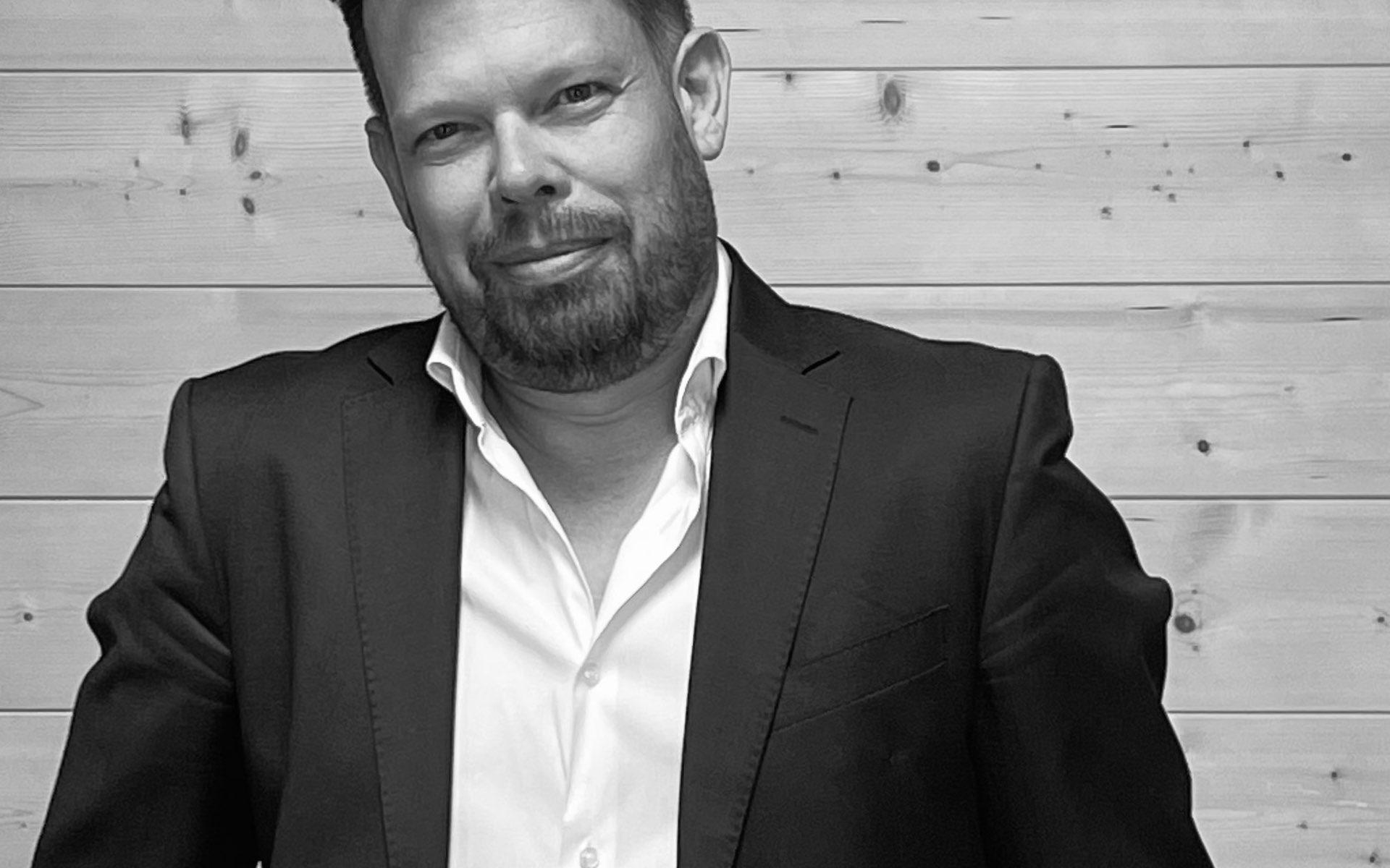 Ron Schneider, Agentur Schachzug