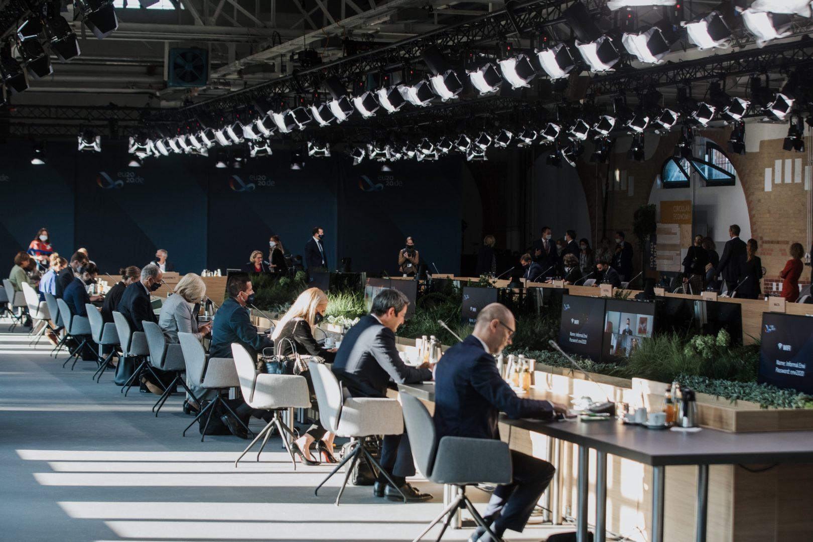 facts and fiction schließt Rahmenvertrag Eventmanagement mit BMWi