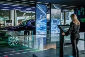 """EQC AR Scanner - Sonderausstellung """"Zukunft Mobilität""""; Location: Mercedes-Benz Museum, Übergang Niederlassung"""