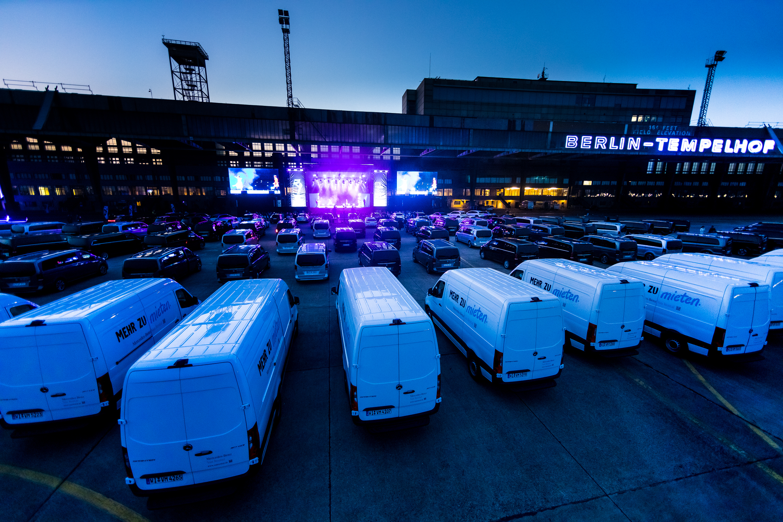Vans & Dance (Foto: Daimler AG)